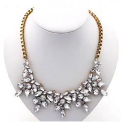 Collar en metal color dorado vintage y cristales