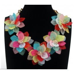Collar Romántico con Flores Multicolor