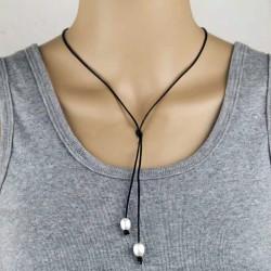 Collar de fino cuero con colgante doble de perlas naturales