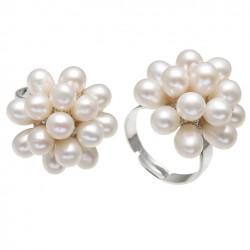 Anillo con racimo de perlas blancas