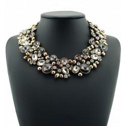 Collar elegante en metal dorado vintage y cristales