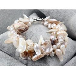 Pulsera con perlas de agua dulce y conchas