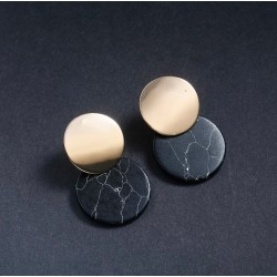 Pendientes geométricos con base dorada y mármol acrílico
