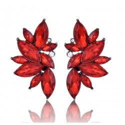 Pendientes geométricas con cristales rojos