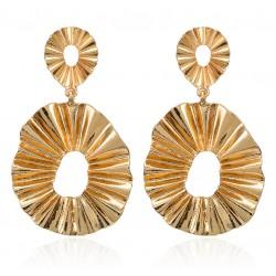 Pendientes dorados geométricos formados por dos círculos