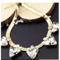 Collar con cristales triángulos