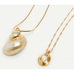 Collar doble trenzado en dorado con colgante de concha natural
