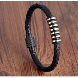 Pulsera de cuero trenzado con detalles de anillos metálicos