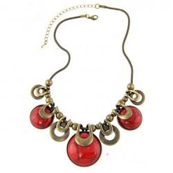 Collar de color bronce vintage y colgantes de piedra roja