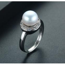 Anillo de plata 925 con perla natural de agua dulce y crystales zircón