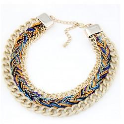 Collar de cadena doble dorada y trenzado multicolor