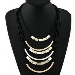 Collar geométrico estilo vanguardista con metal y cuero