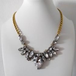 Collar con cadena en color dorado envejecido con cristales multiformes