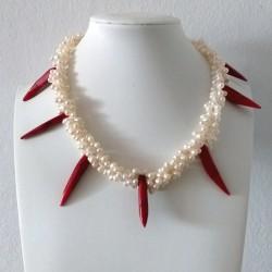 Collar de tres capas de perlas y coral rojo auténtico en forma de pimientos