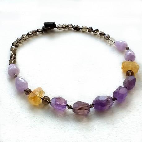 Collar artesanal, con piedras naturales de Amatista y Citrino