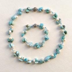 Conjunto artesanal de piedras Larimar y Perlas agua dulce