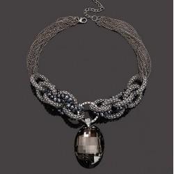 Collar multicadenas con colgante de cristal negro
