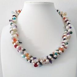 Collar trenzado de perlas de agua dulce y mix de piedras semipreciosas