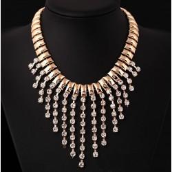 Elegante collar color dorado con cristales en cascada