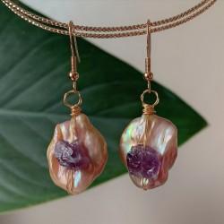 Pendientes artesanales de perla barroca y amatista natural