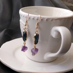 Pendientes artesanales de perla negra irregular y piedra natural