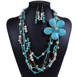 Conjunto collar y pendientes con turquesa y howlita natural