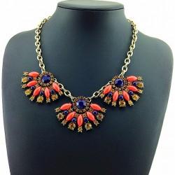Collar geométrico con colgantes color naranja