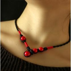 Collar artesanal con piedras rojas